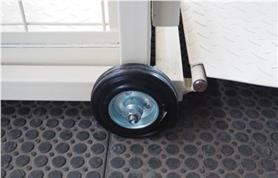 Колеса на весах с подвесной клеткой обеспечивают мобильность весов
