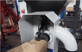 Фиксация клапанного мешка ручным зажимом (Дозатор ДОН (КМ)