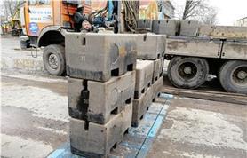 Нагружение гирями при поверке весов для поосевого взвешивания автомобилей ИСТОК