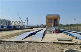 Эксплуатация двух автомобильных весов ВАЛ-60/30-18 (до 60 тонн, 18 метров) с металлическими въездными пандусами у заказчика АЛВИСА