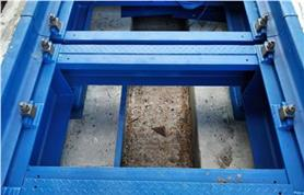 Вагонные весы БАМ на бетонном фундаменте (сняты защитные крышки)