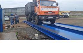 Взвешивание груженого металлическим ломом автомобиля КАМАЗ на автомобильных весах до 80 тонн