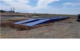 Въезд автомобиля на весы обычно осуществляется по бетонным или, как в данном случае, металлическим пандусам